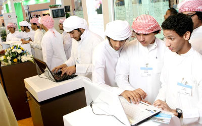 الصورة: الشحي: حزمة مبادرات لتطوير تدريب الموظفين المواطنين