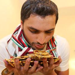 السباح عبيد الجسمي من أبطال الرياضات الفردية الذين يجمعون الذهب المحلي والدولي.