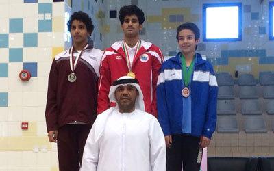 أثناء التكريم في بطولة الخليج الأخيرة بالكويت التي أحرز المنتخب الإماراتي للسباحة فيها 32 ميدالية.