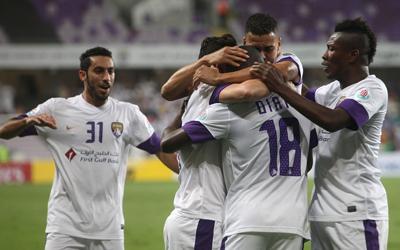 العين سيطر على العقدين الثالث والرابع من تاريخ الكرة الإماراتية بـ52 لقباً.   تصوير:إيريك أرازاس