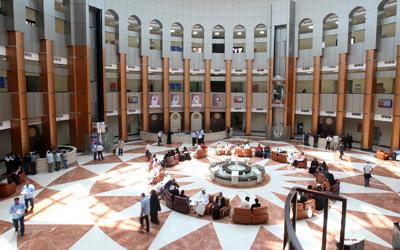 وزارة العدل من الجهات السباقة إلى تطويع التكنولوجيا لخدمة المجتمع.  الإمارات اليوم