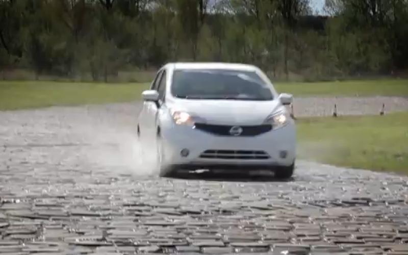 بالفيديو.. جديد نيسان.. السيارة التي لا تتسخ