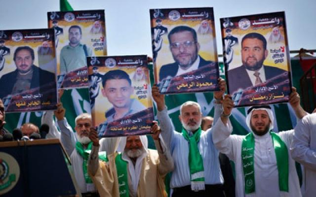 عباس يشترط إطلاق 30 أسيراً ووقف الاستيطان لاستئناف المفاوضات