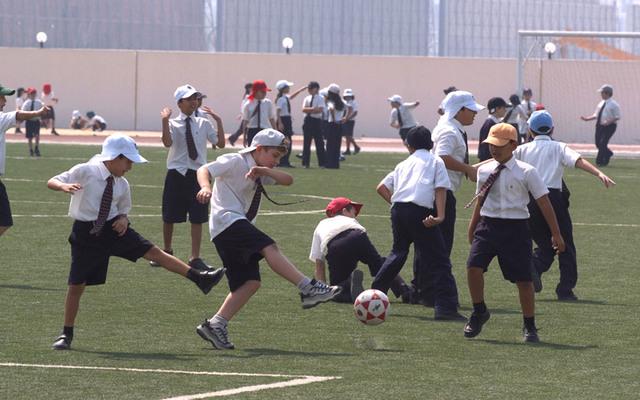 تعليم مهارات كرة القدم للصغار