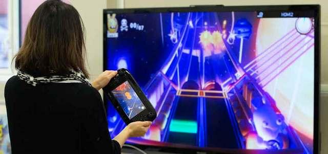 مستخدمات ألعاب الفيديو يلعبن على الحواسيب الشخصية والأجهزة المحمولة ومنصة الألعاب «نينتندو وي». رويترز