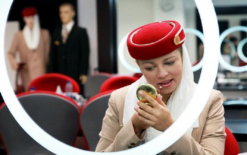 بالصور تعرف على سر جمال مضيفات طيران الإمارات الإمارات