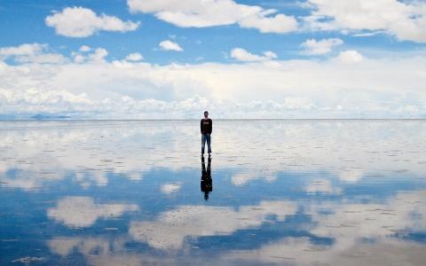 الصورة: صحراء «سالار دو أويوني».. «مرآة السماء»