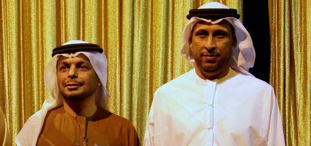 المدير التنفيذي الإداري لقطاع النشر في مؤسسة دبي للإعلام أحمد الحمادي ونائب سفير الإمارات في القاهرة خليفة الطنيجي أثناء حضور حفل التكريم. الإمارات اليوم