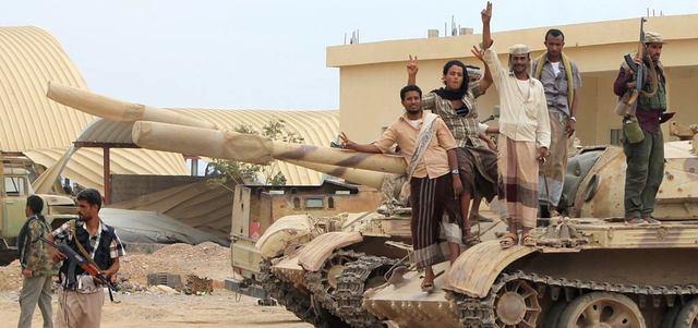 مقتل 5 متظاهرين باحتجاجات مناوئة للحوثيين في تعز