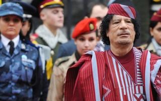 الصورة: أموال طائلة نقلها القذافي إلى مكان مجهول قبل وفــاته