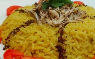الصورة: مطبخ «أم شما»: أرز بالطريقة التركية مع الدجاج المسلوق