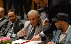 الصورة: الليبيون يوقعون اتفاق المصالحة.. و«المؤتمر» يرفضه