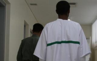 الصورة: متبرّع يسدّد 2.5 مليون درهم مديونيات 34 سجيناً