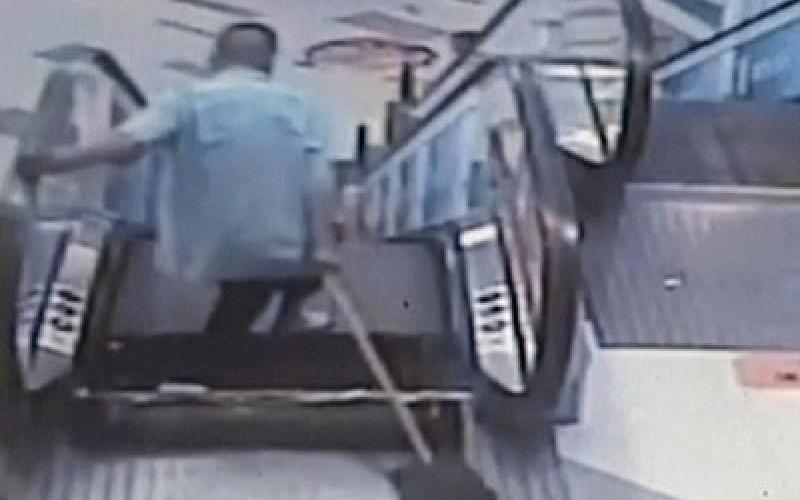 بالفيديو.. السلالم الكهربائية تتسبب في حادث جديد!!
