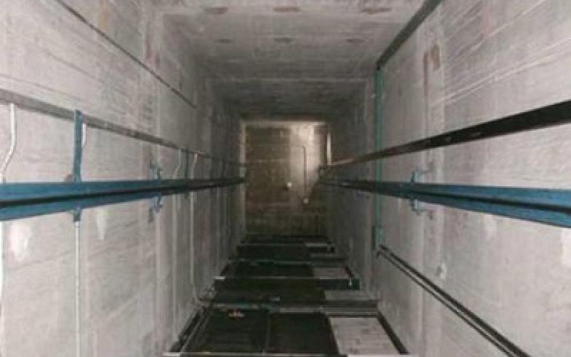 بالفيديو.. لحظة سقوط عامل داخل بئر مصعد