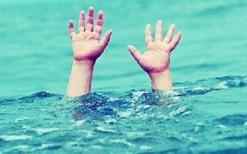 شاهد بالفيديو.. ردة فعلهن لرؤية طفل يغرق!