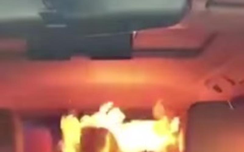 فيديو مروع.. بخاخ ملابس يتسبب في حريق بسيارة