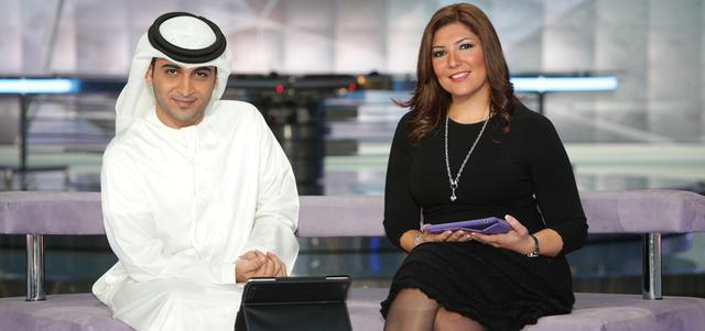 منذ إطلالتها التلفزيونية الأولى تعمدت مايا كسر الصورة النمطية للمذيعة التقليدية من خلال تقديمها فقراتها الخاصة من سوق دبي للأوراق المالية أو من خلال تغطيتها المباشرة من مواقع الفعاليات والأحداث الاقتصـادية المتنوعة داخل الإمارات وخارجها. من المصدر