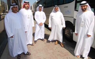 الصورة: «البيئة» تخصص  حافلات لنقل موظفيها للمشاركة في الانتخابات