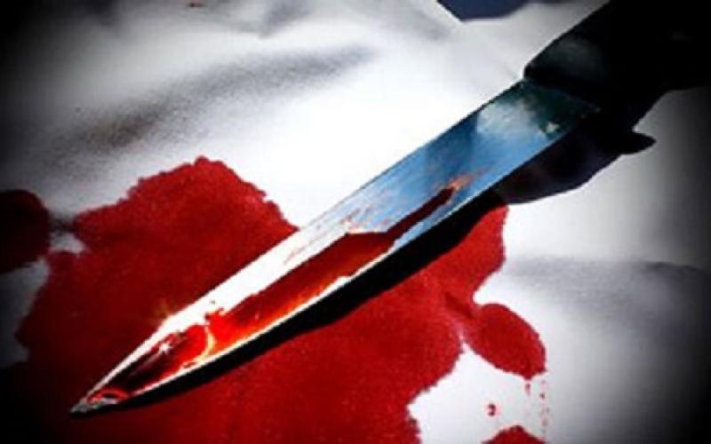 بالفيديو لقطات صادمة.. لص يطعن رجلا بسكين في رأسه