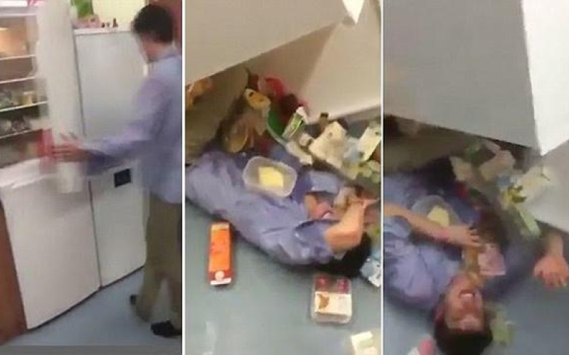 بالفيديو.. أراد إعداد وجبة طعام فسقطت عليه الثلاجة