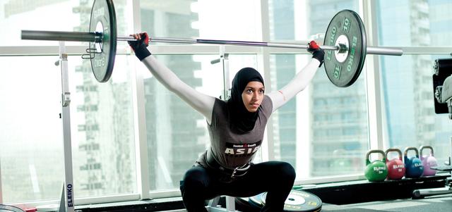 آمنة الحداد تشارك نحو 15 ألف عدّاء وعدّاءة في سباق «We Run Dubai». من المصدر