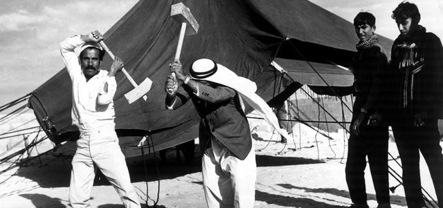 الخيمة واحدة من أبرز مفردات الحياة البدوية القديمة والحديثة أيضاً مع الفرق في الشكل والإمكانات والإعدادات. من المصدر