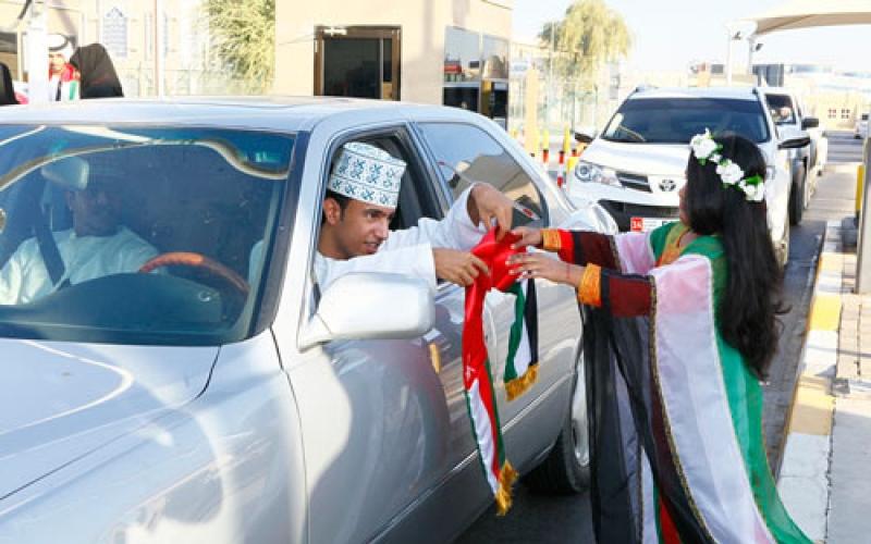 الصورة: بالفيديو..الإمارات تشارك سلطنة عمان فرحتها بالعيد الوطني
