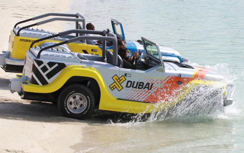 الصورة: بالفيديو..سيارات برمائية تتنافس في دبي