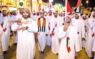 «حمدان بن محمد لإحياء التراث» يشارك في مسيرة «القرية العالمية»