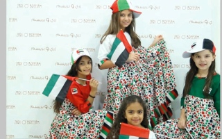 الإماراتية نازك الصباغ تستلهم تصاميمها من «روح الاتحاد»
