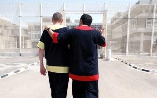 الصورة: «دبي الإنسانية» تسدد 579 ألف درهم مديونية 4 سجناء