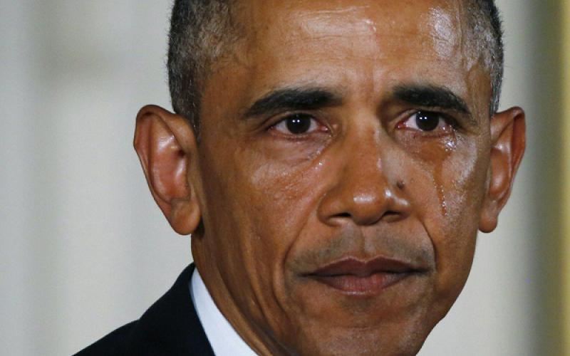 الصورة: بالفيديو.. أوباما يبكي خلال مؤتمر صحافي في البيت الأبيض