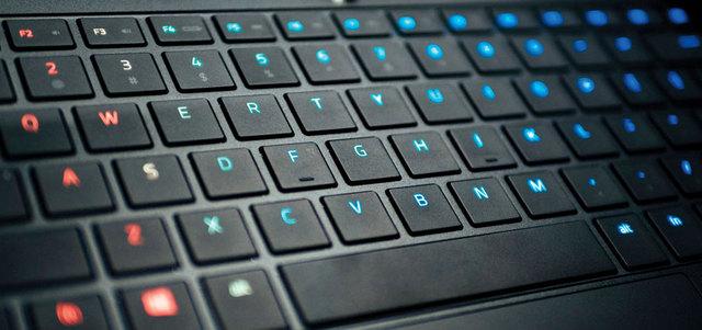 هذه الطريقة فعالة جدا بالنسبة للحواسب المحمولة التي جلها بها لوحة مفاتيح  بالفرنسية .