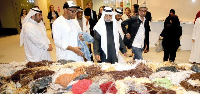 المعرض السنوي لجمعية الإمارات للفنون يخرج في هذه الدورة من حدوده الجغرافية في الشارقة، لتستضيف منارة السعديات في أبوظبي جانباً من الأعمال المشاركة فيه.  تصوير: إريك أرازاس