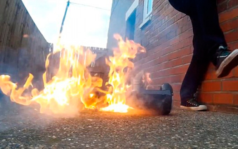 """الصورة: بالفيديو.. اشتعال """"سكوتر ذكي"""" عند استعماله لأول مرة"""