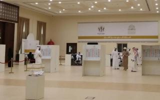 الصورة: إقبال متوسط في اليوم الثالث لانتخابات استشاري الشارقة