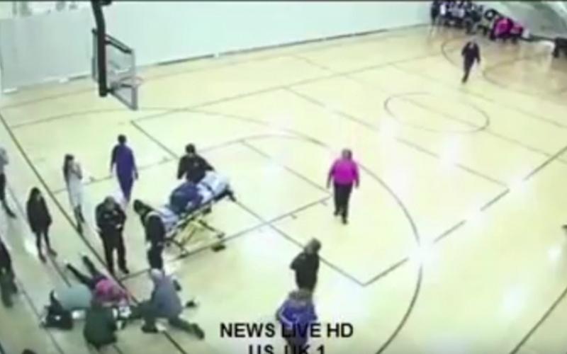 الصورة: بالفيديو.. قطعة خشبية تخترق معدة فتاة إثر سقوطها على الأرض