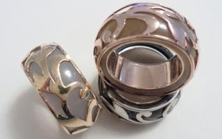 الصورة: مصممة المجوهرات سعاد سامي.. أسماء مكتوبة بالياقوت