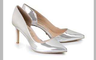 «الميتاليك» يغزو موضة الأحذية والحقائب