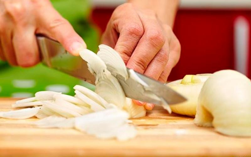 الصورة: بالفيديو.. أسهل طريقة لتقطيع الخضروات في المنزل