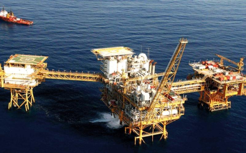 النفط يصعد مع تجدد الآمال  في تثبيت الإنتاج