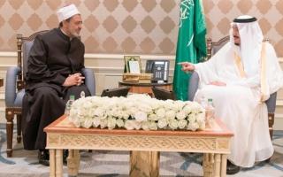 الملك سلمان يضع حجر أساس مدينة البعوث الإسلامية في مصر