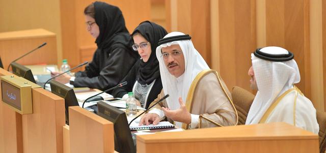 المنصوري يرد على سؤال عضو المجلس سالم الشحي. من المصدر