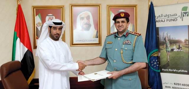 أحمد سعيد البادي وأحمد المزاحمي عقب توقيع تجديد الاتفاقية.  تصوير: نجيب محمد