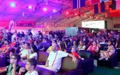 """الصورة: بالصور..تعرف إلى """"فانفيست""""... أكبر منطقة خاصة بالمشجعين في الإمارات"""