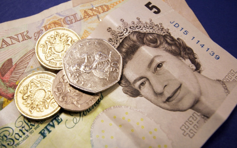 «الإسترليني» لأدنى مستوى في 31 عاماً مقابل الدولار