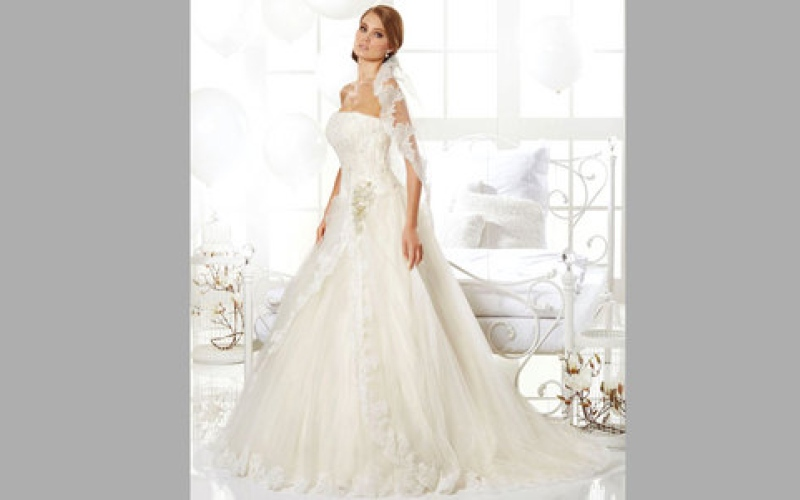 الصورة: (انفوغرافيك).. 6 ملامح لفساتين الزفاف في 2016