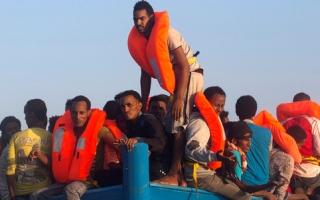 صورة وتعليق: قارب خشبي