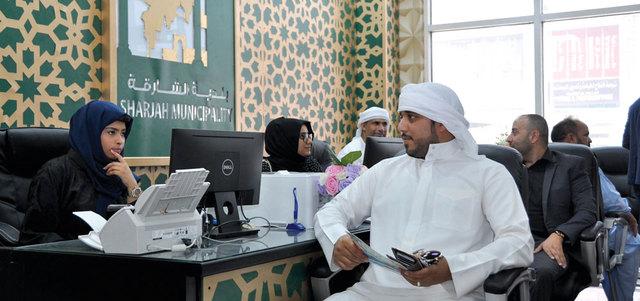 بلدية الشارقة تفتتح «منضدة خدمية» ضمن مراكز تسهيل